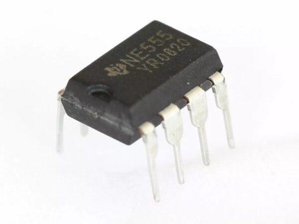 Timer precision Oscilador 555 NE555 NE555P DIP-8